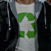 Leonard Hofstadter wearing a Recycle symbol shirt